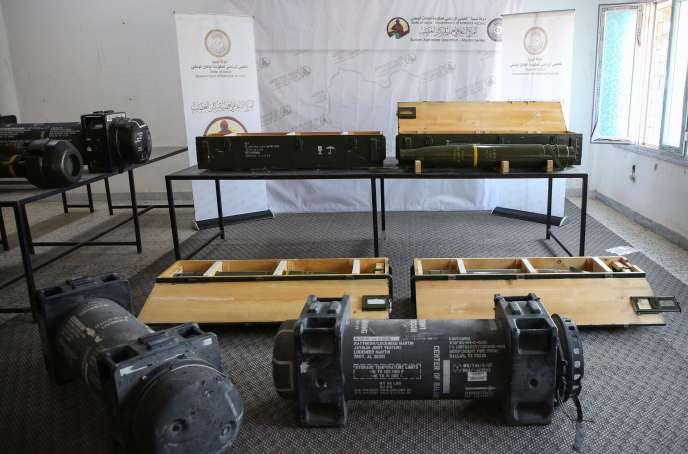Des missiles antichar de fabrication américaine montrés par les forces du gouvernement de Tripoli, le 29 juin.