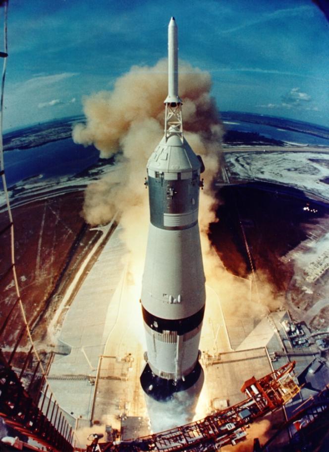 La fusée SaturnV décolle de Cap Canaveral (Floride) pour la mission Apollo 11, le 16 juillet 1969.