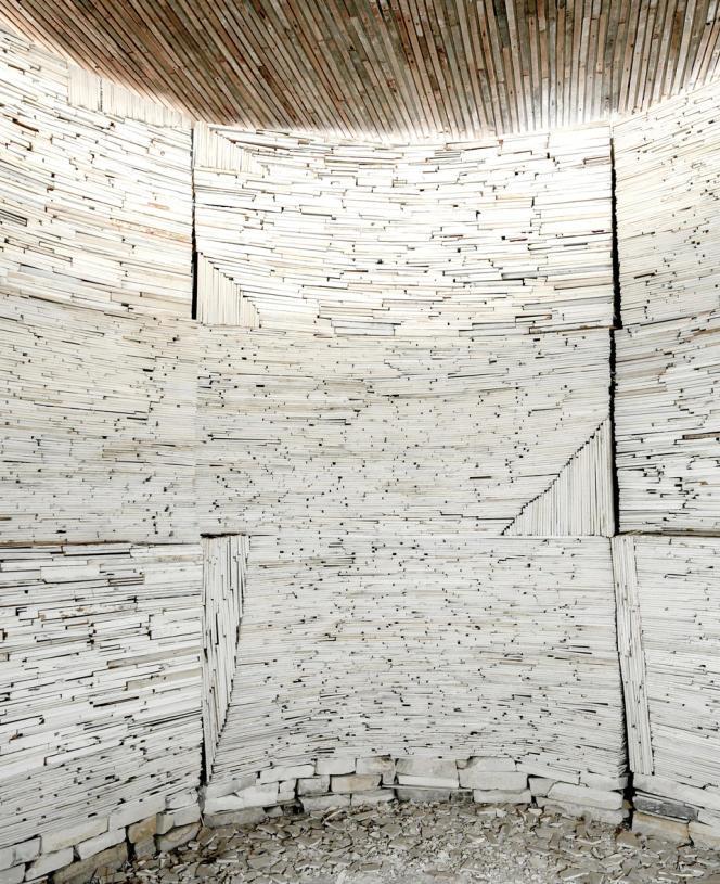 Une des pièces construites avec du placoplatre par Marjan Teeuwen à Arles.