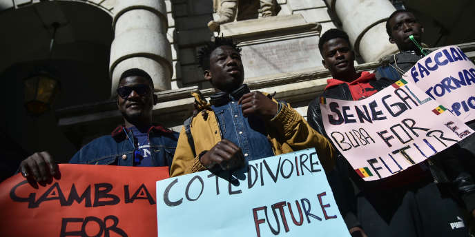 Manifestation pour le climat à Turin le 15 mars 2019 : Gambiens, Ivoiriens, Sénégalais, demandent à leur gouvernement d'agir pour un développement responsable qui éviterait les départs pour l'Europe.