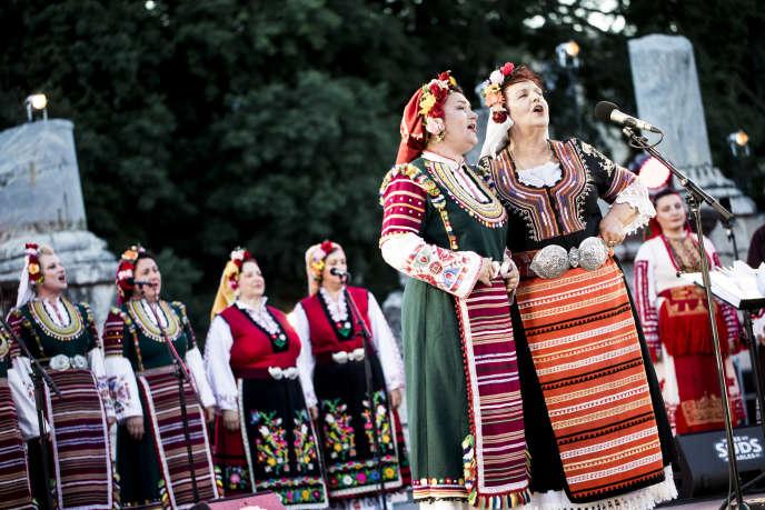 Le Mystère des Voix Bulgares en concert à Arles( Bouches-du-Rhone), le 10 juillet.
