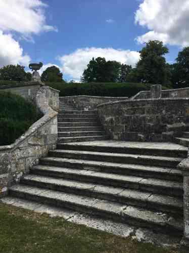 Ce bel escalier a été créé au XVIIe siècle pour accéder aux terrasses.