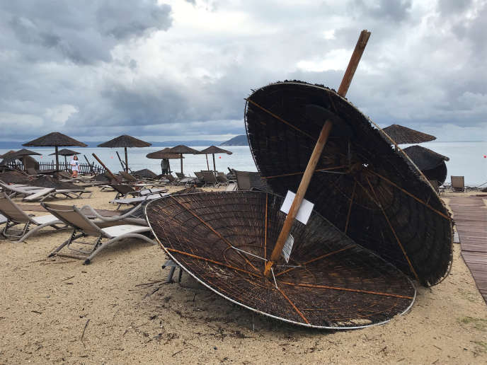 Une plage attenant un hôtel de Porto Carras (Grèce), le 11 juin.