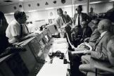 Les directeurs du vol dans la salle de contrôle de Cap Canaveral, le 15 avril 1970, au lendemain de l'explosion dans la cabine d'Apollo-13.