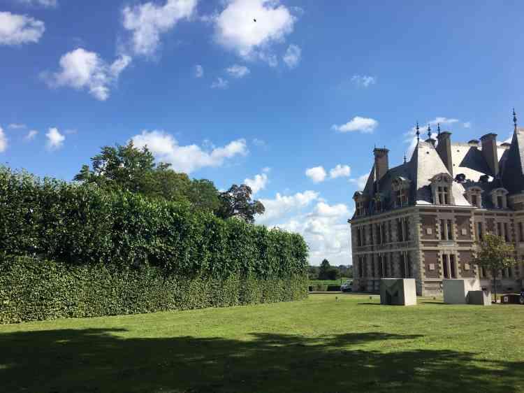 Le château, de style LouisXIII, date en fait de la fin du XIXe.