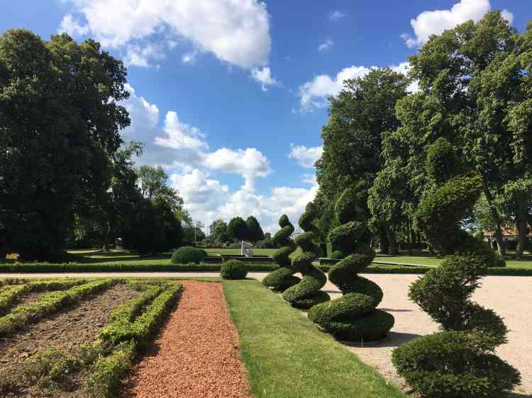Plusieurs jardins, soigneusement entretenus, occupent le parc de 6 hectares.