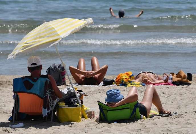 Sur la plage de Palavas-les-Flots, dans le sud de la France, le 28 juin.
