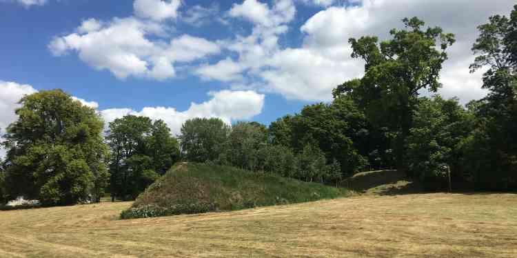 Le parc de l'abbaye accueille des œuvres et des installationsd'artistes dans le cadre de l'exposition«Jumièges à ciel ouvert», dont le commissaire est Jean-Marc Barroso.