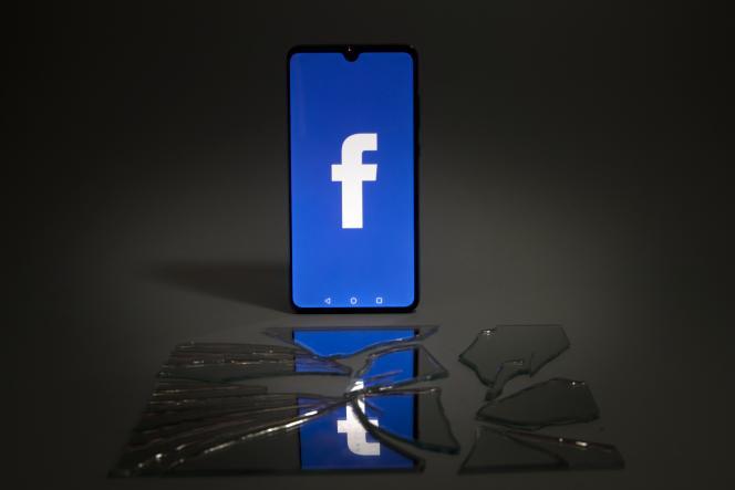 Jusqu'à l'an dernier il était possible de retrouver un utilisateur de Facebook à partir deson numéro de téléphone.