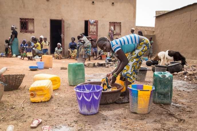 Des personnes déplacées du nord du Burkina Faso dans une école de la capitale Ouagadougou, le 13 juin 2019.