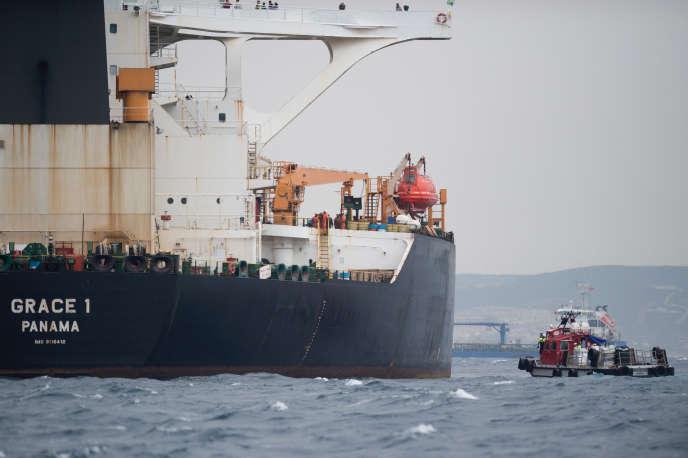 Le tanker iranien « Grace 1» au large de Gibraltar, le 6 juillet. Le navire a été arrêté le 4 juillet par les autorités britanniques au motif qu'il était en violation des sanctions européennes contre la Syrie