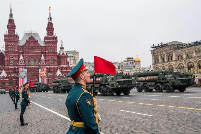 Une batterie de missiles russes S-400, en mai 2018 à Moscou, lors de la répétition d'un défilé militaire.