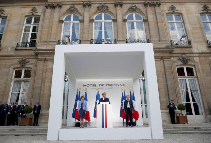 Emmanuel Macron annonce la création d'un commandement militaire de l'espace, au ministère des armées, à Paris, le 13 juillet.