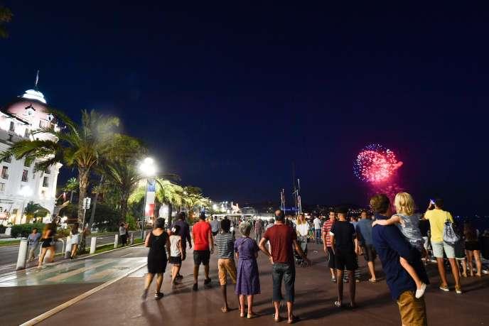 Le thème retenu cette année pour le feu d'artifice était celui de la « renaissance » et du « retour à la vie », a fait savoir la ville de Nice.