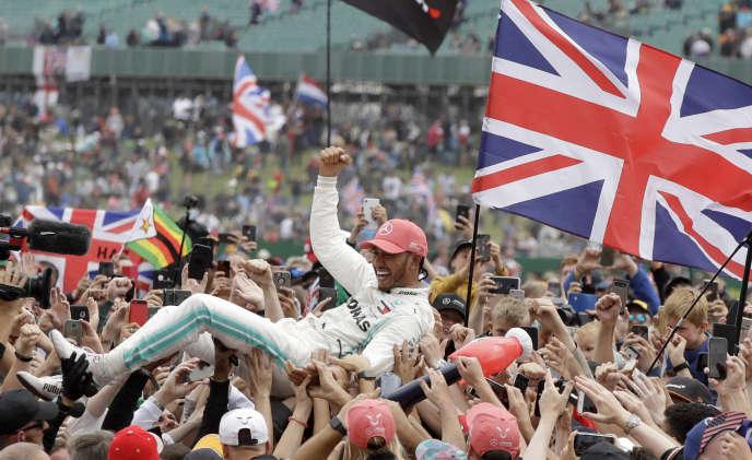 Ce succès permet à Lewis Hamilton de devenir le pilote le plus récompensé de la manche britannique.