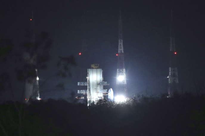 L'Inde a annulé, lundi 15 juillet, le lancement de sa mission lunaire, qui devait partir du pas de tir de Sriharikota, dans le sud-est du pays.