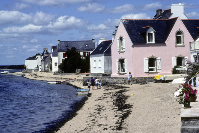 Les plages de l'Ile-Tudy, au sud du Finistère, en Bretagne, sont grignotées année après année par les eaux.