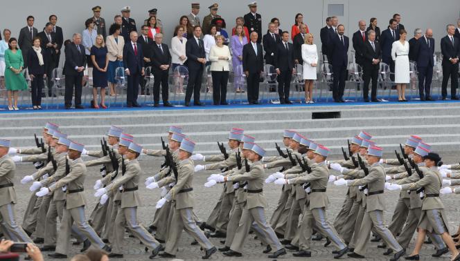 Des chefs d'Etat et de gouvernement européens, lors du défilé du 14 juillet, sur les Champs-Elysées.