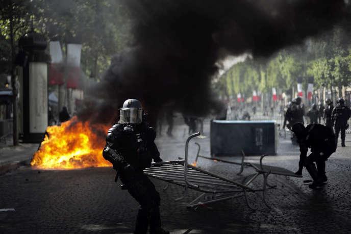 Interpellations sur les Champs-Elysées, commandement spatial, Trump et l'Iran… Les cinq infos à retenir du week-end