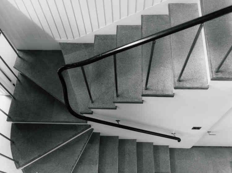 L'escalier qui relie le rez-de-chaussée au premier étage.