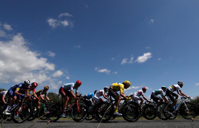 Le peloton du Tour de France, lors de la 10e étape entreSaint-Flour et Albi, lundi 15 juillet.