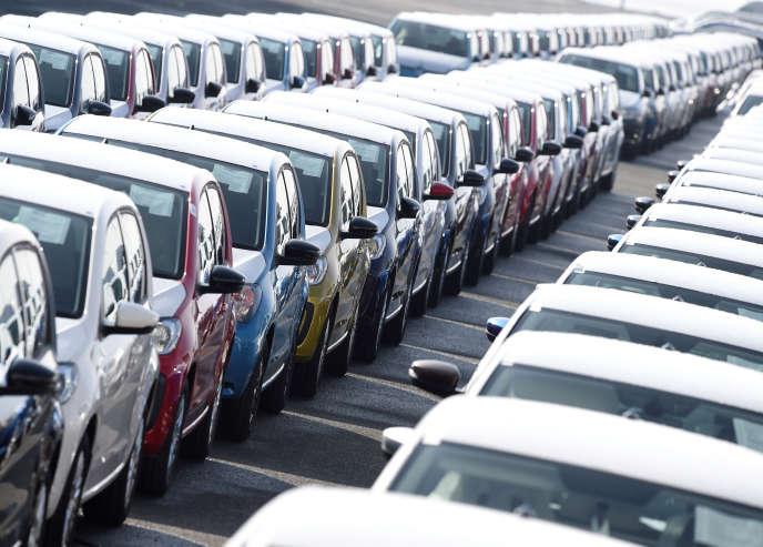 Des voitures d'exportation Volkswagen sont garées dans le port d'Emden, à côté de l'usine VW, en Allemagne, le 9 mars 2018.