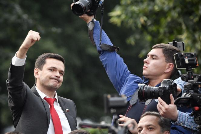 Membre de l'opposition russe, Ilia Iachine intervient lors d'une manifestation contre les manœuvres qui viseraient àempêcher les candidats de l'opposition de s'inscrire aux élections locales, le 15 juillet.