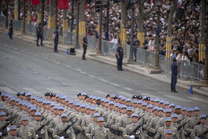 Des militaires défilent sur les Champs-Elysées à l'occasion de la fête nationale, le 14 juillet.