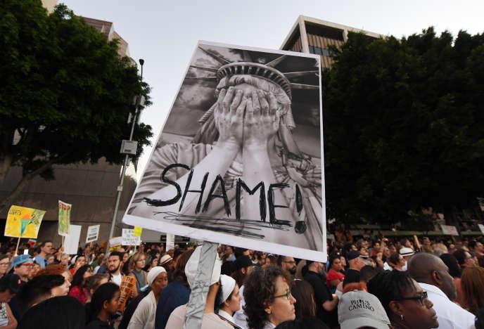 Rassemblement contre les« raids» visant les demandeurs d'asile, à Los Angeles, le 12 juillet.