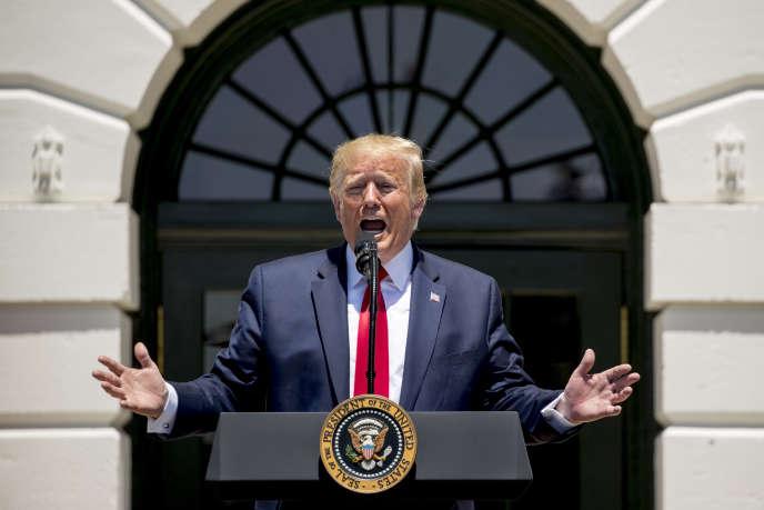 Le president Donald Trump s'exprime depuis la pelouse sud de la Maison Blanche, le 15 juillet.