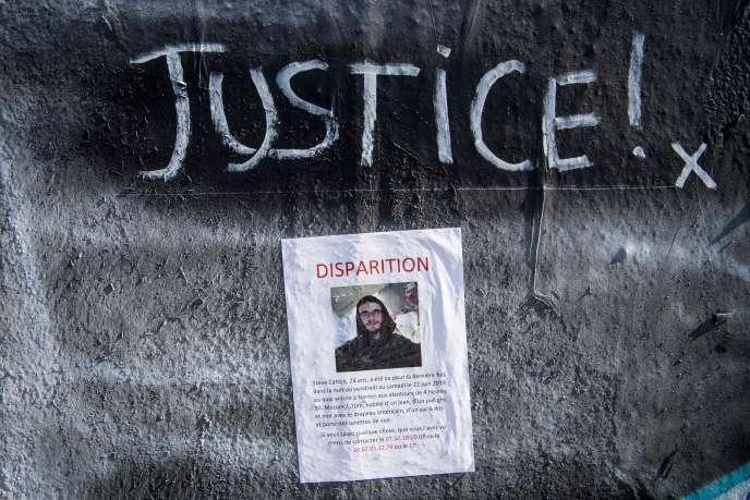 Un tag réclamant «justice»et un avis de recherche liés à la disparition de Steve Canico, à Nantes, lors d'une opération policière le 21 juin.