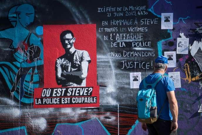 A Nantes, le 15 juillet 2019, des graffitis et des avis de recherche relatifs à la disparition de Steve Canico.