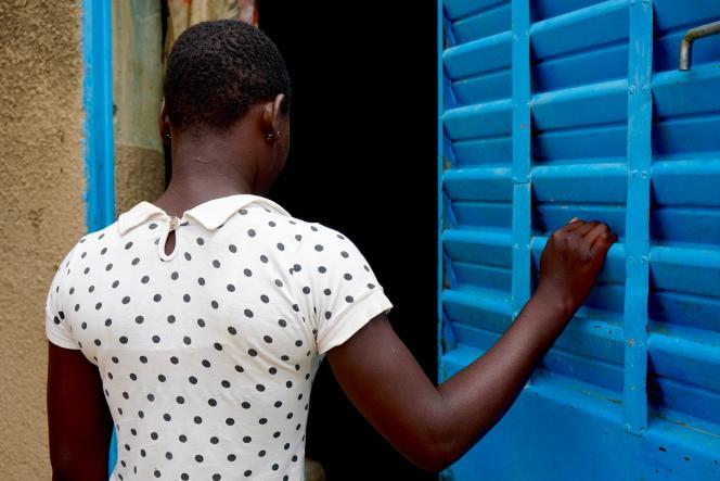 Kakora, jeune fille mariée à l'âge de 13 ans au Burkina Faso, témoigne sous une fausse identité, le 5 juillet 2019.