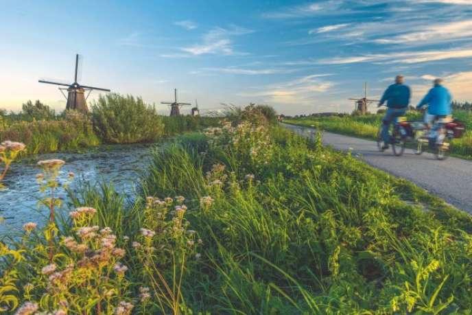 D'Amsterdam à Bruges, le circuit prévoit une petite escale àKinderdijk, célèbre pour ses moulins à vent.