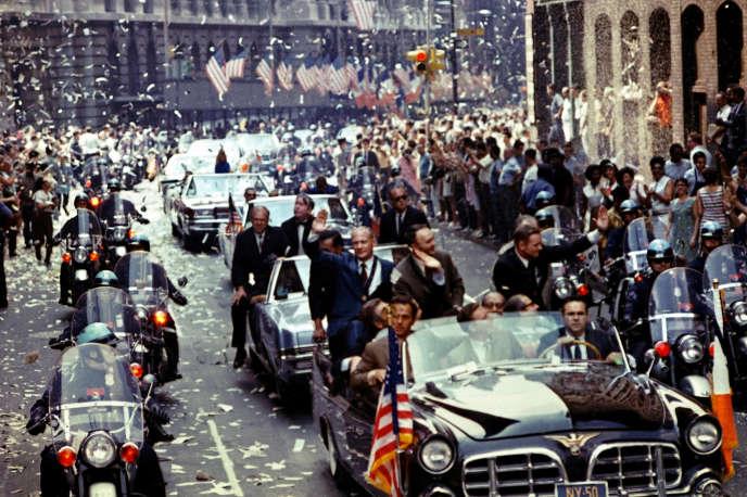 Les pilotes Buzz Aldrin, Michael Collins et Neil Armstrong, lors d'une parade à New York célébrant leurs retour sur terre, le 13 août 1969.