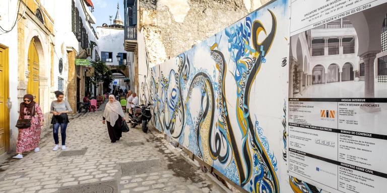 Depuis une décennie de nombreux projets de maison d'hotes, d'hotels de charme et d'hotels de luxe voient le jour dasn la medina de Tunis et de nouveau sont en projet avec des investisseurs étangers comme le grouep Résidence Hotel qui projette la constructon d'un hotel de luxe dasn la rue Sidi Ben Arous.