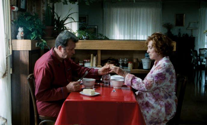 Micheline Presle et Claude Piéplu interprètent un couple marié depuis 40 ans dont le quotidien est scandé par les habitudes et les anicroches.