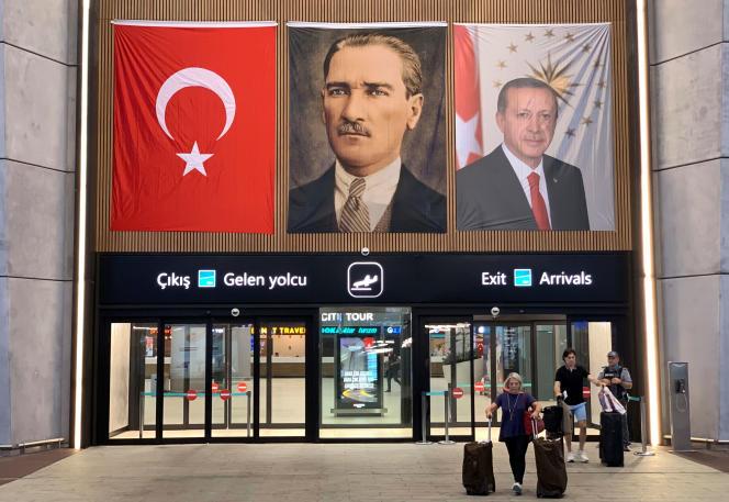 Ce tour de vis contre les migrants survient après la défaite du parti du président Recep Tayyip Erdogan lors des élections municipales à Istanbul, en juin.