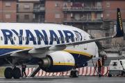 Un Boeing 737-8AS aux couleurs de la compagnie aérienne irlandaise à bas prix Ryanair, à l'aéroport Ciampino de Rome, le 14 janvier 2019.