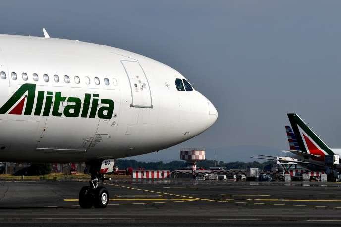 Un avion de la compagnie Alitalia à l'aéroport romain de Fiumicino, le 14 juillet.