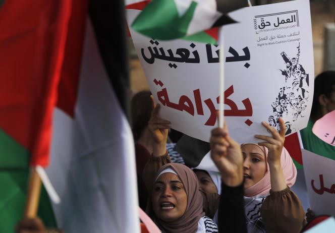 Des Palestiniens manifestent contre les nouvelles mesures du ministère du travail à Beyrouth, le 16 juillet 2019.