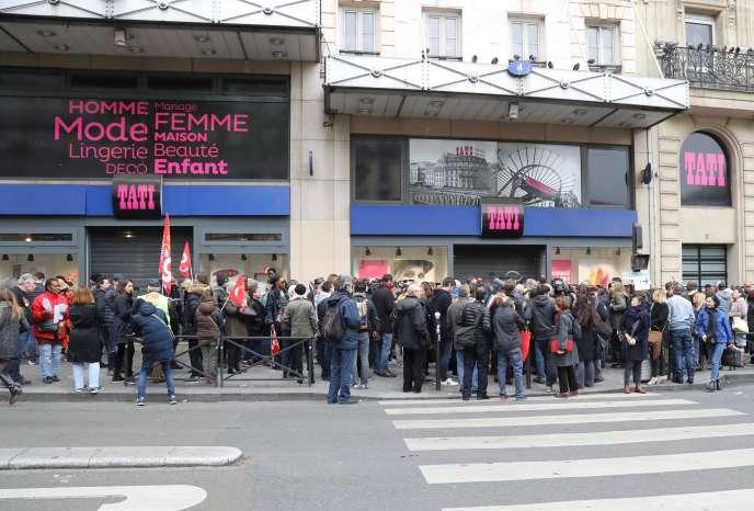 Manifestation devant le magasin Tati de Barbès, à Paris, en 2017.
