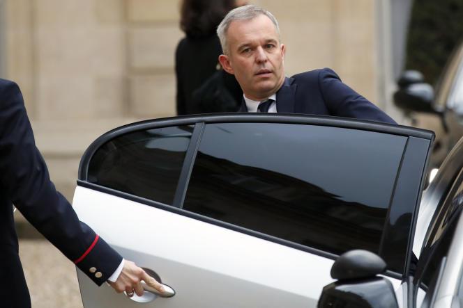 Le 10 décembre 2018, François de Rugy, alors ministre de l'écologie, monte dans sa voiture après une réunion avec le président français, Emmanuel Macron, à l'Elysée à Paris.