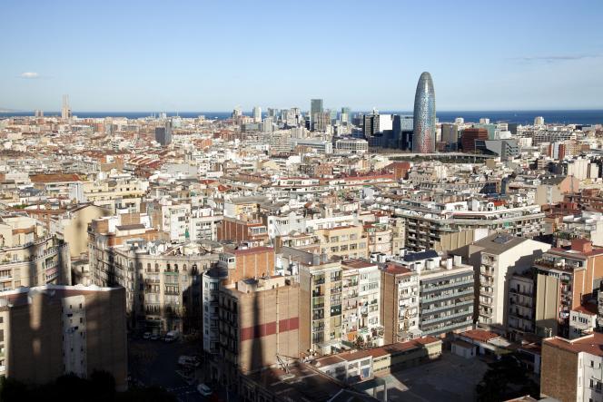 Vue de Barcelona avec la tour Agbar en arrière-plan.En Catalogne, le succès des indépendantiste pèse sur les prix de l'immobilier.