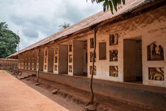 Vue sur le musée historique d'Abomey, site de quarante-sept hectares composé d'un ensemble de palais royaux, inscrits sur la liste du patrimoine mondial de l'Unesco depuis décembre 1985.