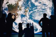 «Museum of the Moon», installation de l'artiste Luke Jerram.
