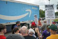 Manifestation d'employés Amazon à Shakopee, Minnesota, le 15 juillet.