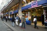 Des personnes passent devant le magasin Tati du boulevard de Rochechouart, le 29 août 2003 à Paris.