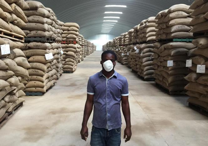 Entrepôt de cacao en Côte d'Ivoire.