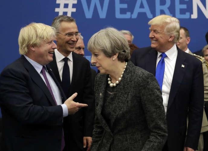 Lors d'une réunion de l'OTAN à Bruxelles, le 25 mai 2017,Boris Johnson, alors secrétaire d'Etat des affaires étrangères, avec le premier ministre Theresa May et le président américain Donald Trump.